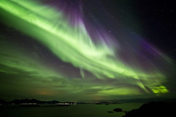 aurora-borealis-from-october-september-2012-hadseloya-island-norway_60472_600x450
