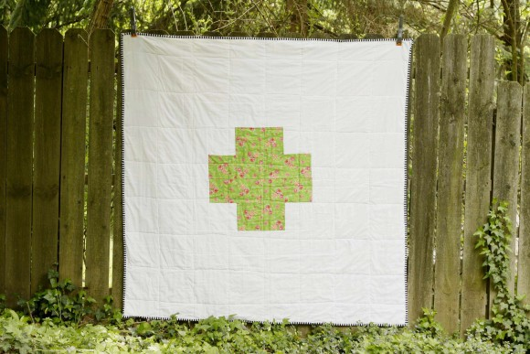 Modern Log Cabin Cross Quilt002