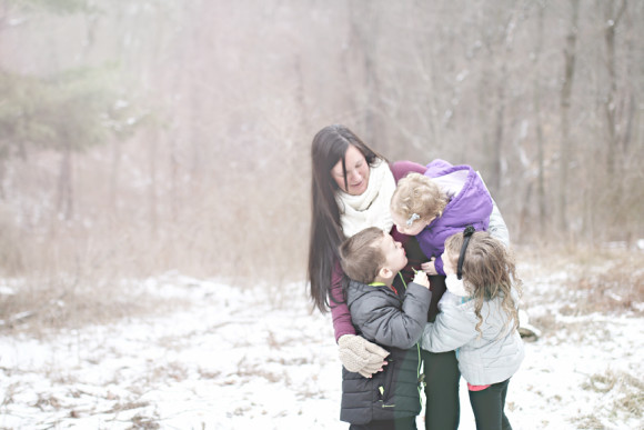 kelly-kissing-kids-maternity