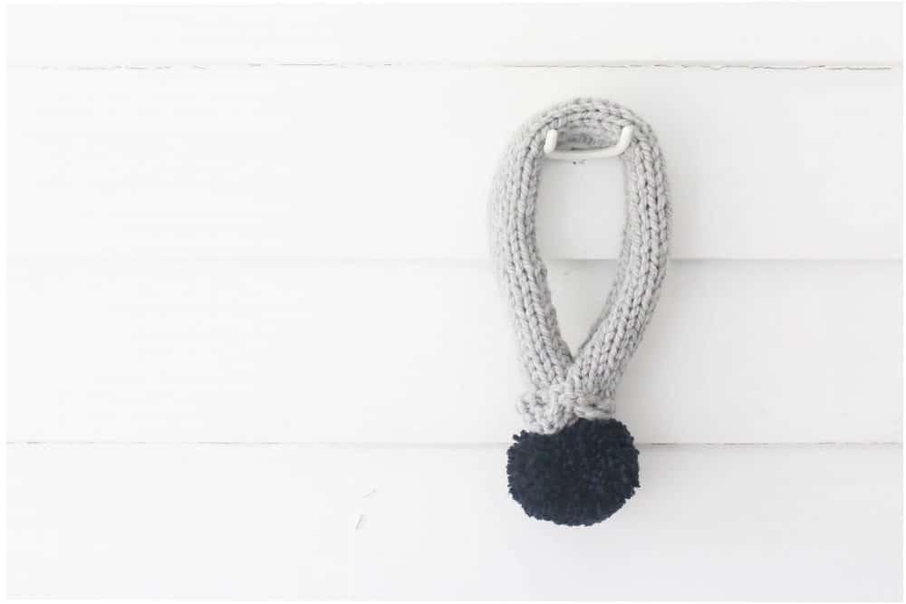 knit-large-pom-pom-scarf-three-different-ways-14