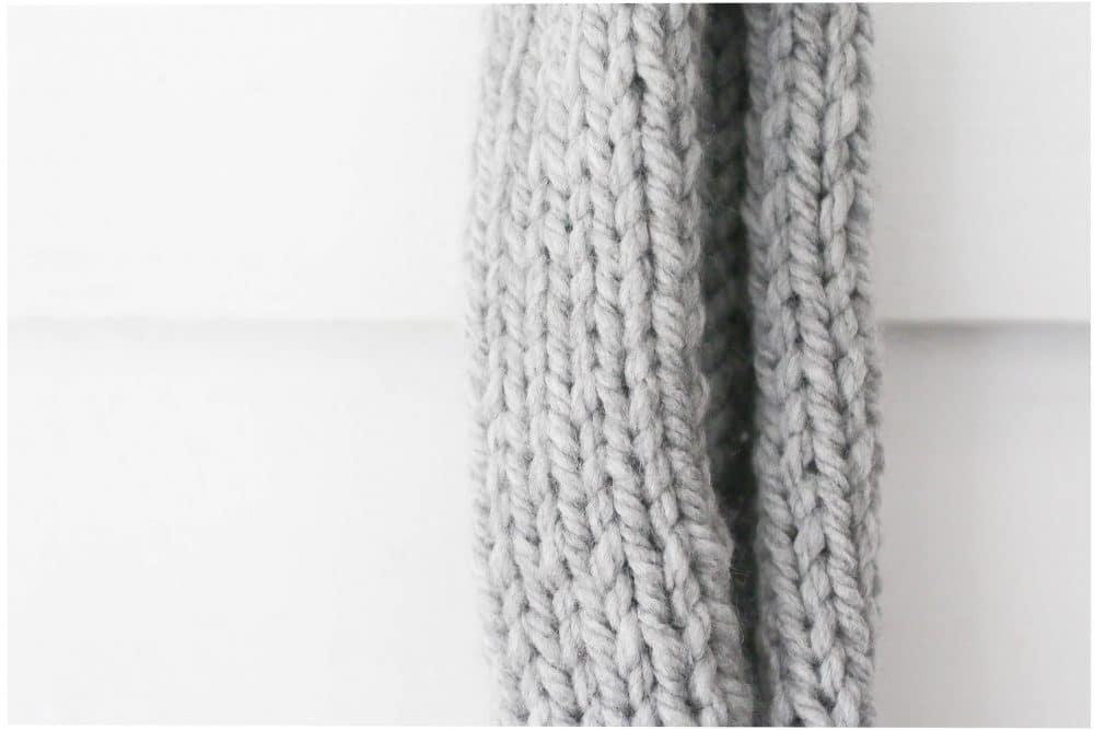 knit-large-pom-pom-scarf-three-different-ways-15