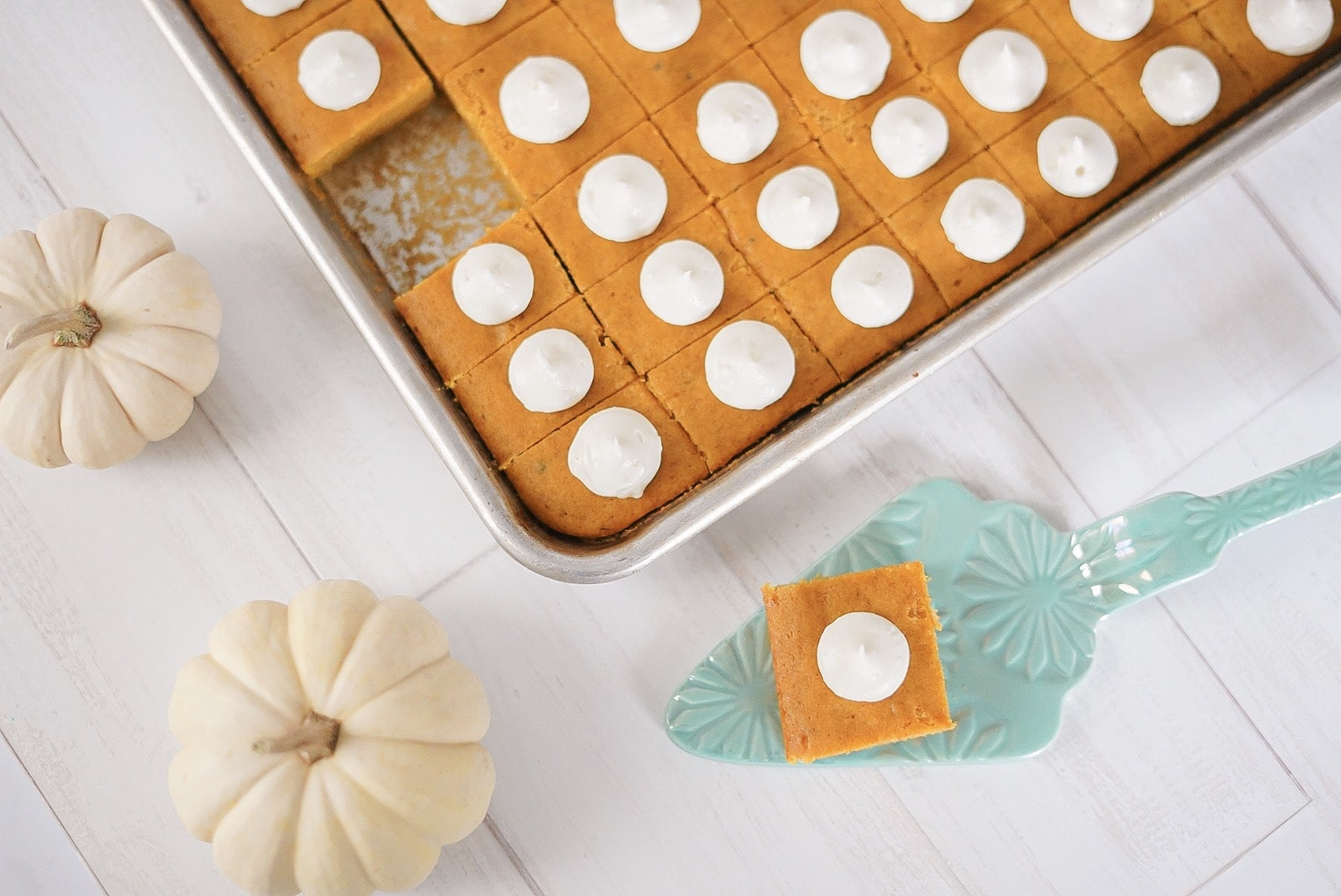 The best (and easiest) pumpkin bars for your thanksgiving table.